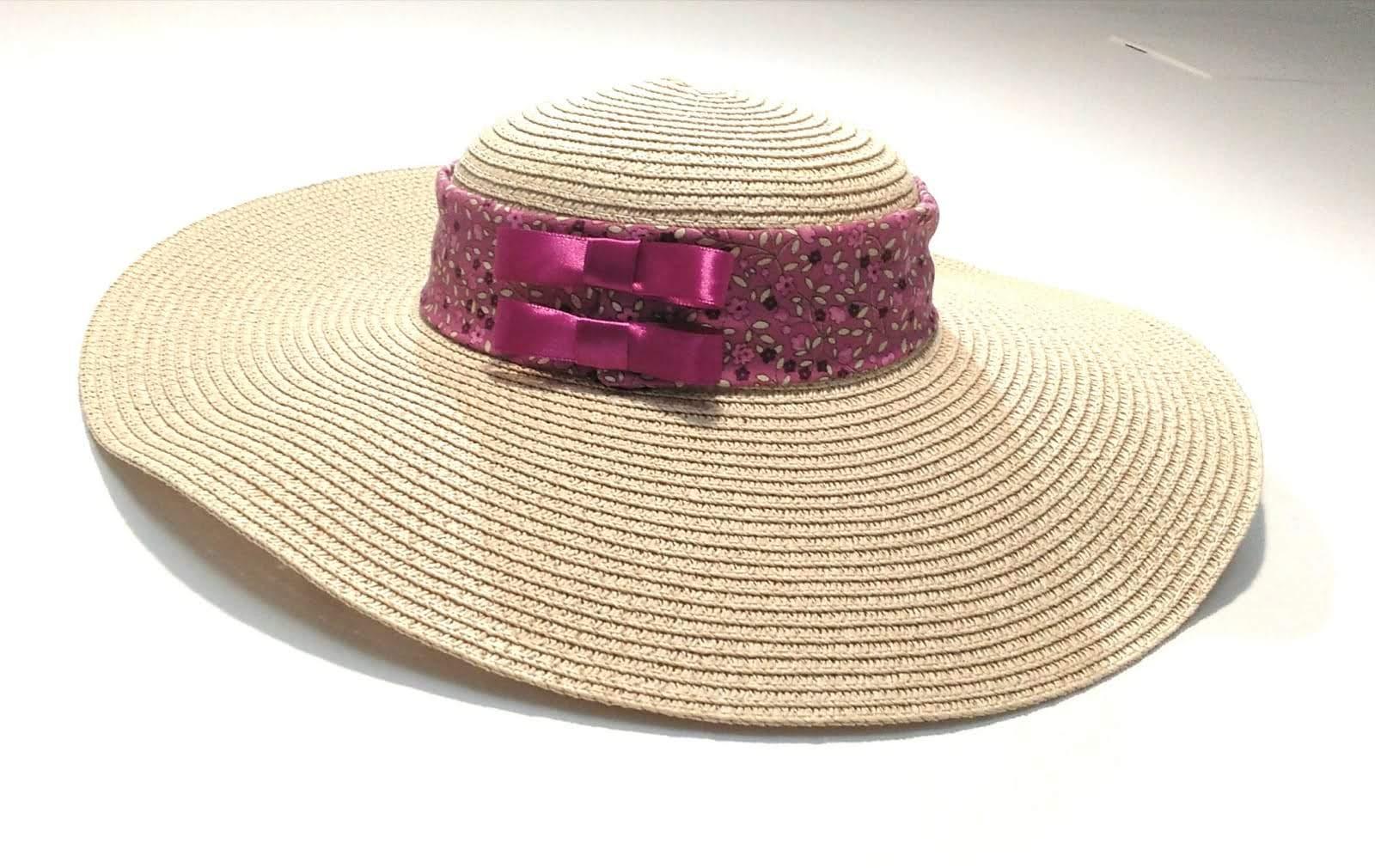0474b7c682fa7 Complementos  Sombrero de mimbre flores rosa